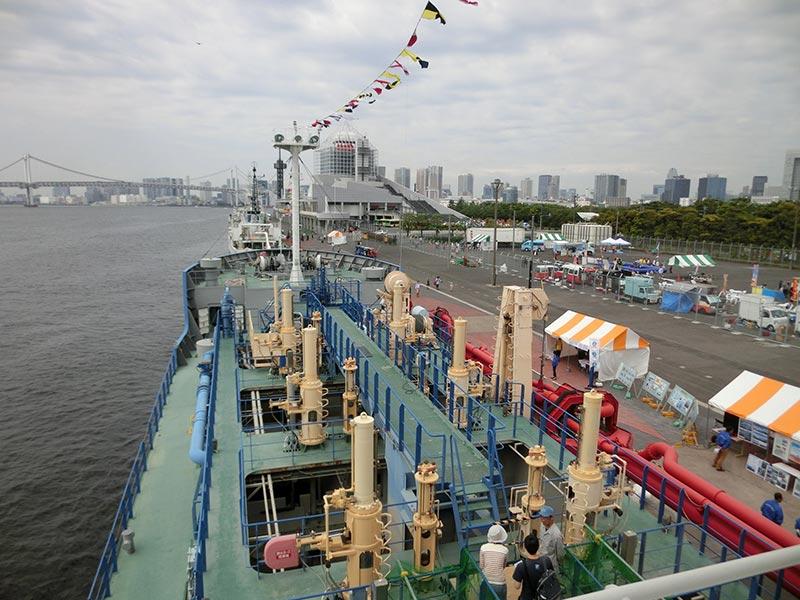 しゅんせつ船の甲板
