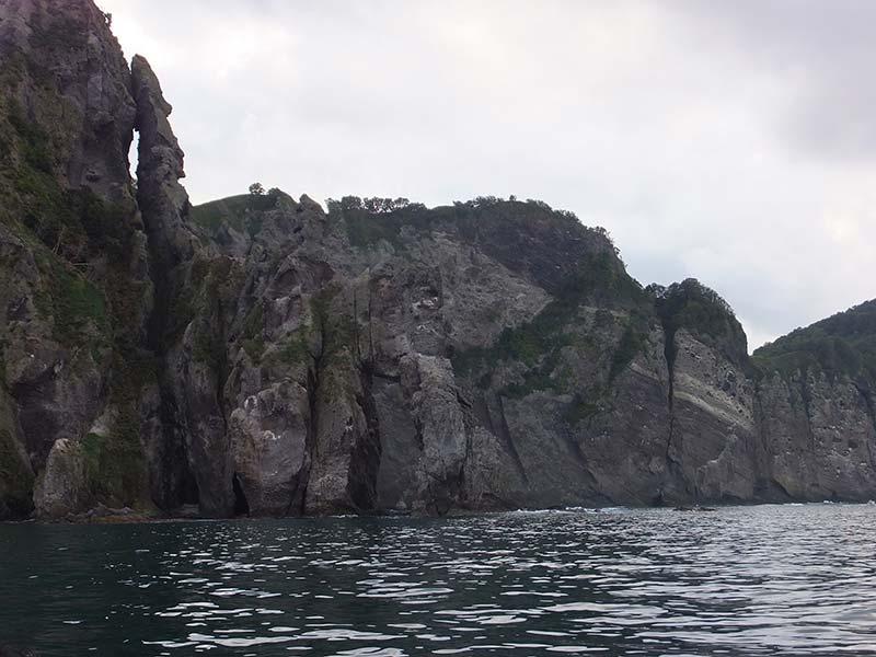 切り立った崖