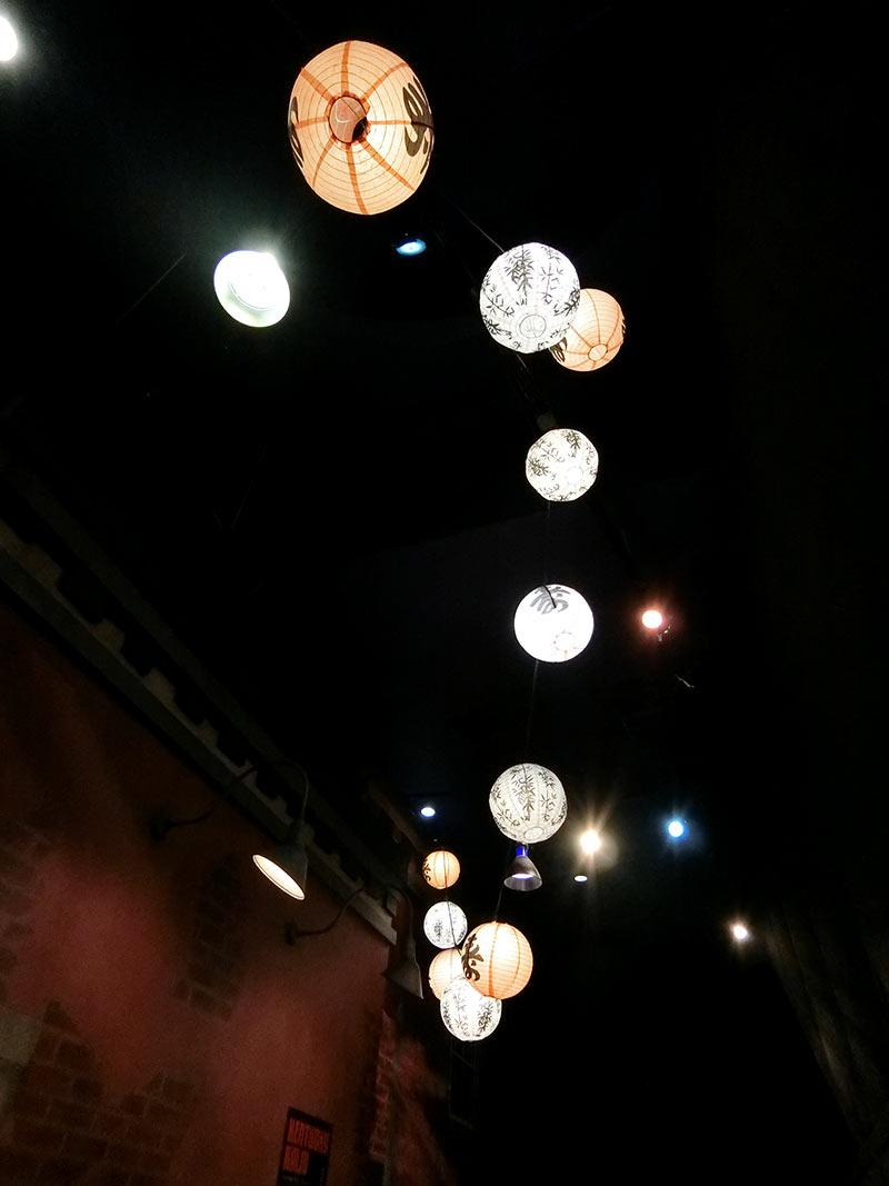 天井の提灯がきれい