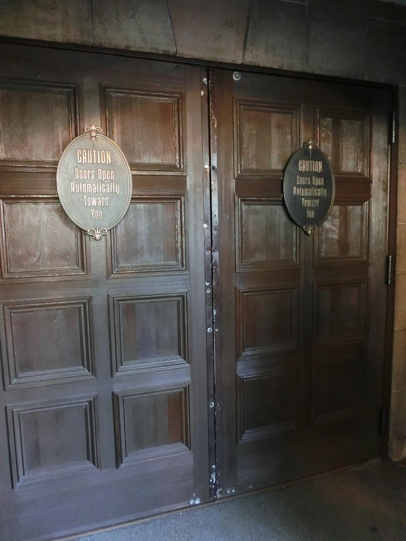 ホーンテッドマンション、館の入り口