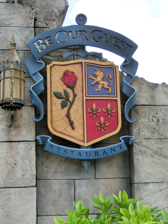 ビーアワゲスト・レストランの入り口の看板