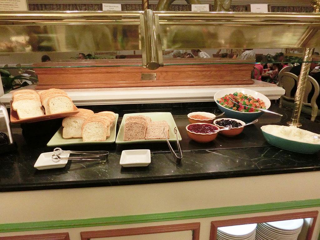 1900パークフェアの食事、パンとジャム