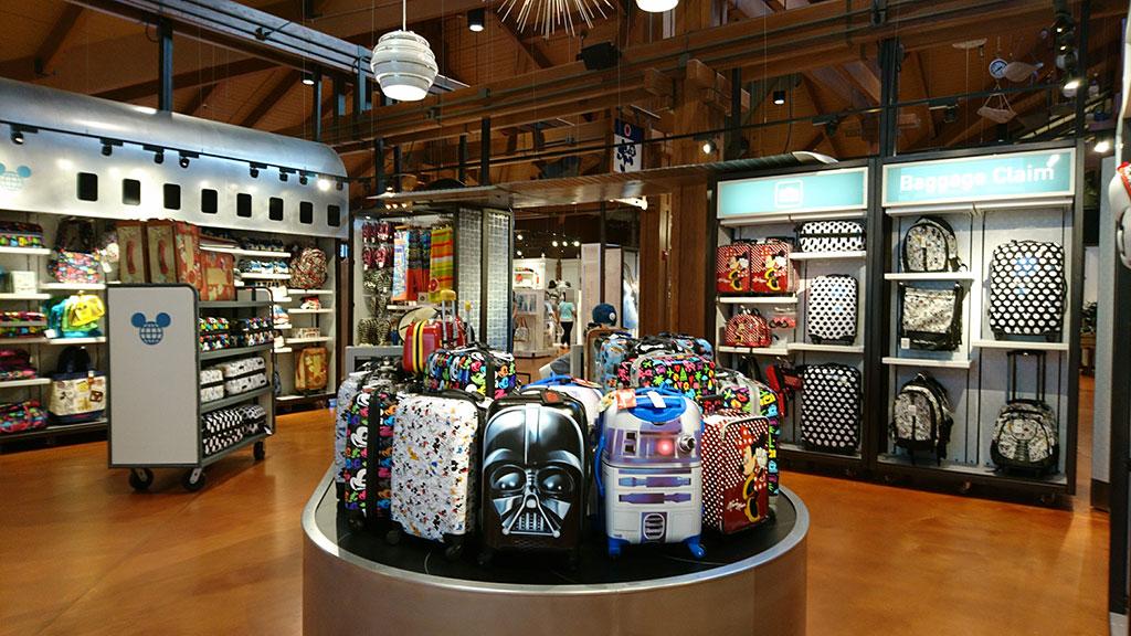 ディズニーのスーツケースがたくさん