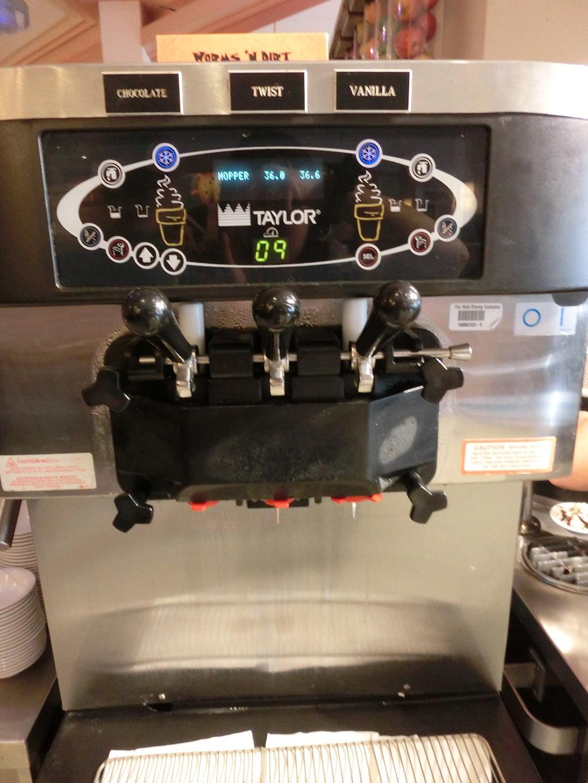 みんな大好きソフトクリームマシン