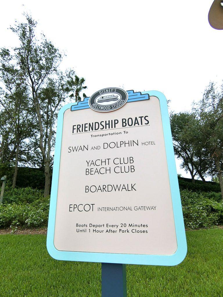 ボート乗り場の看板