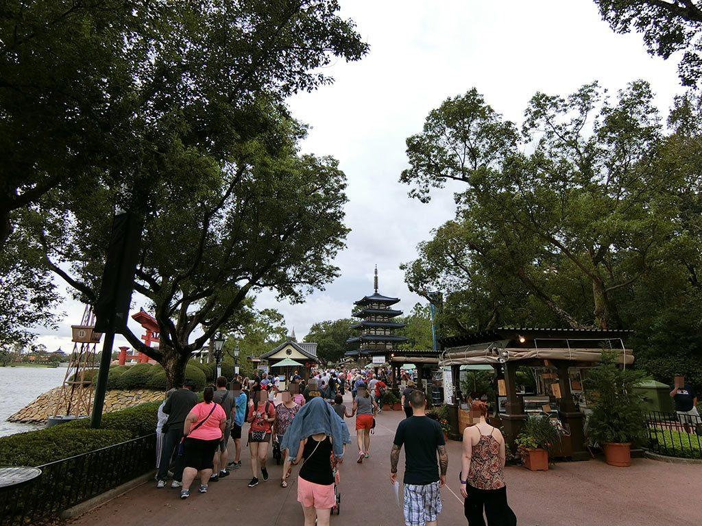 日本館への道のり